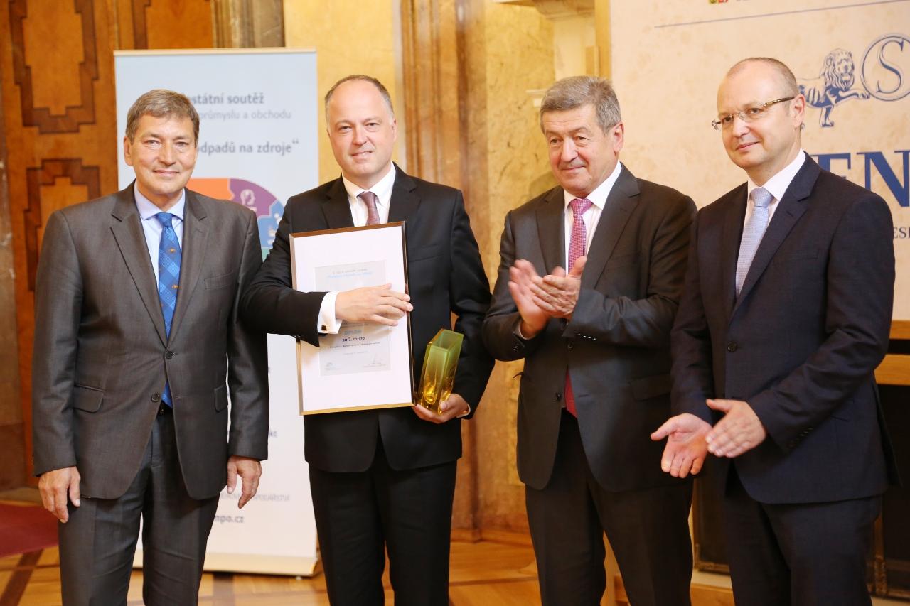 Ministr průmyslu a obchodu Tomáš Hüner, generální ředitel společnosti CIUR Michal Urbánek, senátor Jiří Ciencala a náměstek ministra průmyslu a obchodu Eduard Muřický.